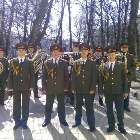 Военный оркестр и военный хор